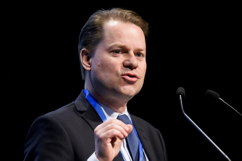 ARCHIVO - En esta foto del 21 de marzo de 2013, Olivier Niggli, director general de la Agencia Mundial Antidopaje, habla en el comienzo del simposio anual del organismo en Lausana, Suiza (Jean-Christophe Bott/Keystone via AP, archivo)