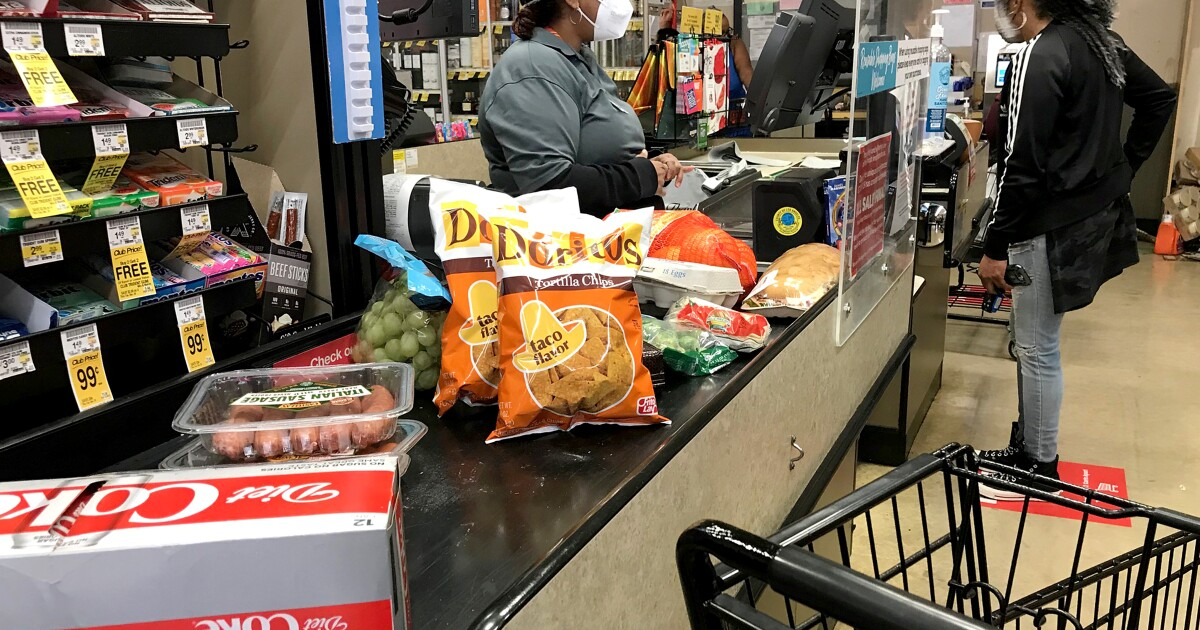 Costa Mesa to consider $4 hourly 'hero pay' for grocery workers during pandemic