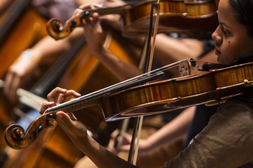 La Sinfónica Juvenil del Sur de Florida (SFYS) quiere mostrar el fruto de 52 años de promoción de la diversidad en la música clásica en un festival que tendrá lugar en Washington por el inicio de la próxima administración presidencial. EFE/ARCHIVO