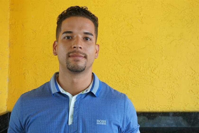 El hijo del activista Marco Guada, Marco Guada Jr., posa durante una rueda de prensa ofrecida hoy, martes 12 de junio de 2018, en Miami, Florida (Estados Unidos). EFE