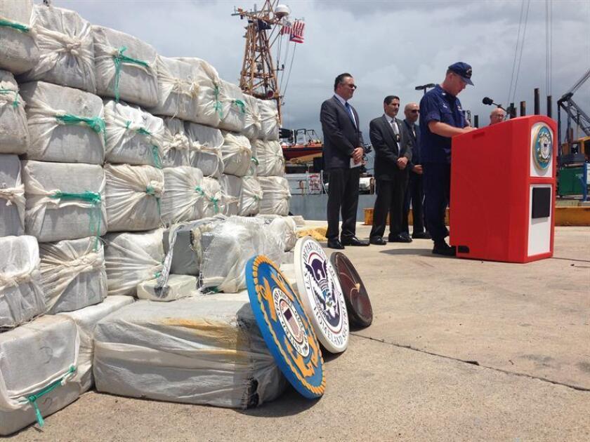 La policía reportó hoy en un comunicado el hallazgo ayer varias cantidades de droga en el sector La Vía de Aguadilla, en el noroeste de la isla. EFE/Archivo