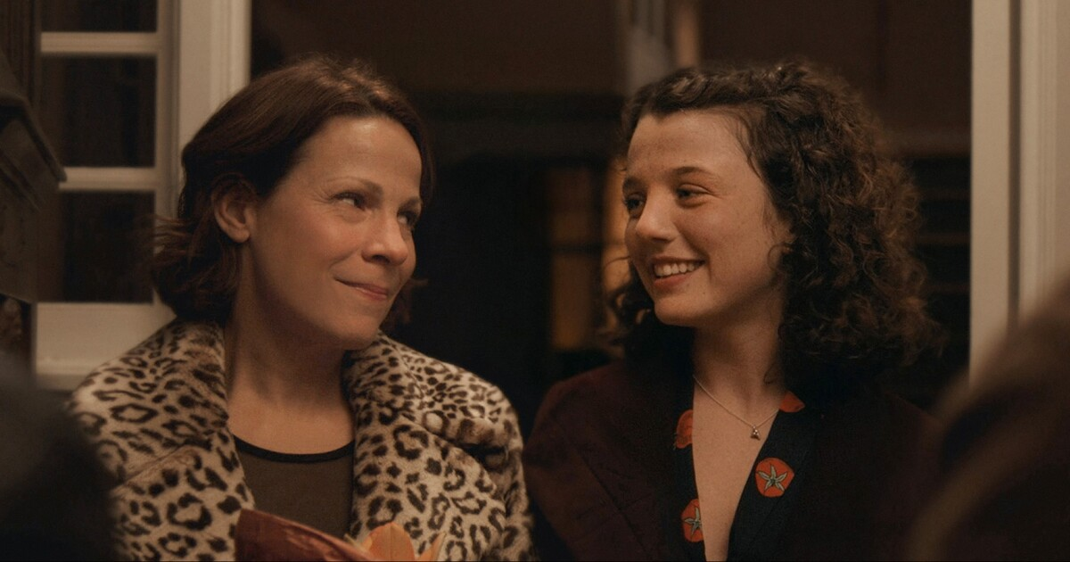 Review: Lili Taylor struggles with mental illness in 'Paper Spiders'