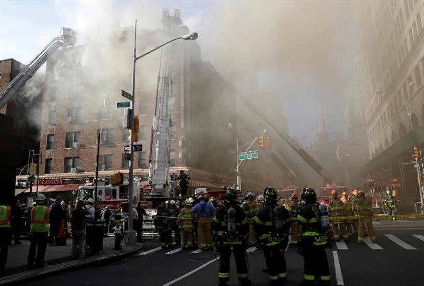 Al menos una persona murió hoy por un incendio registrado en un edificio de apartamentos de Nueva York, informaron fuentes oficiales. EFE/EPA/ARCHIVO