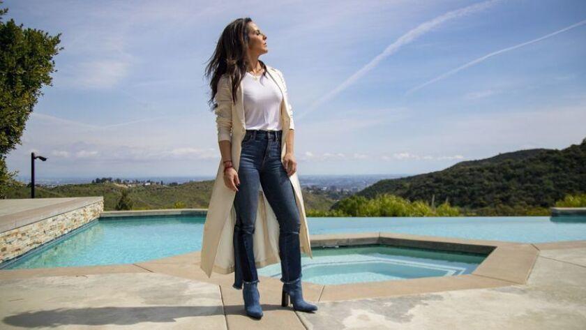 Kate del Castillo en su casa en Los Angeles. (Gina Ferazzi / Los Angeles Times)