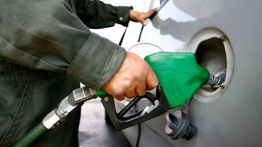 Los mexicanos tendrán a partir de 2017 un mercado inédito de gasolinas en casi 80 años de monopolio de la empresa estatal Petróleos Mexicanos (Pemex). Pero ese nuevo escenario vendrá acompañado de dolores de cabeza.