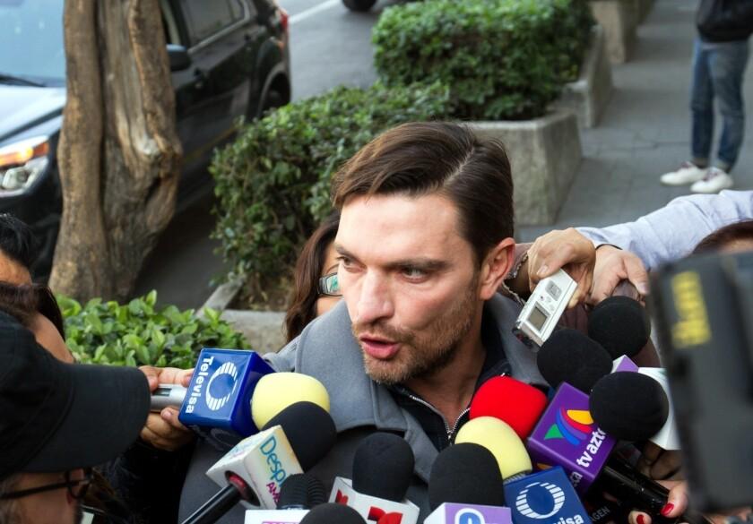 El actor argentino aparece en la imagen durante una de las visitas a la corte que ha tenido que hacer.