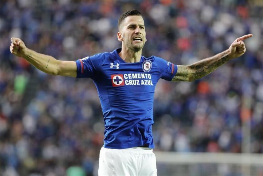 En la imagen, el jugador del Cruz Azul Édgar Méndez. EFE/Archivo