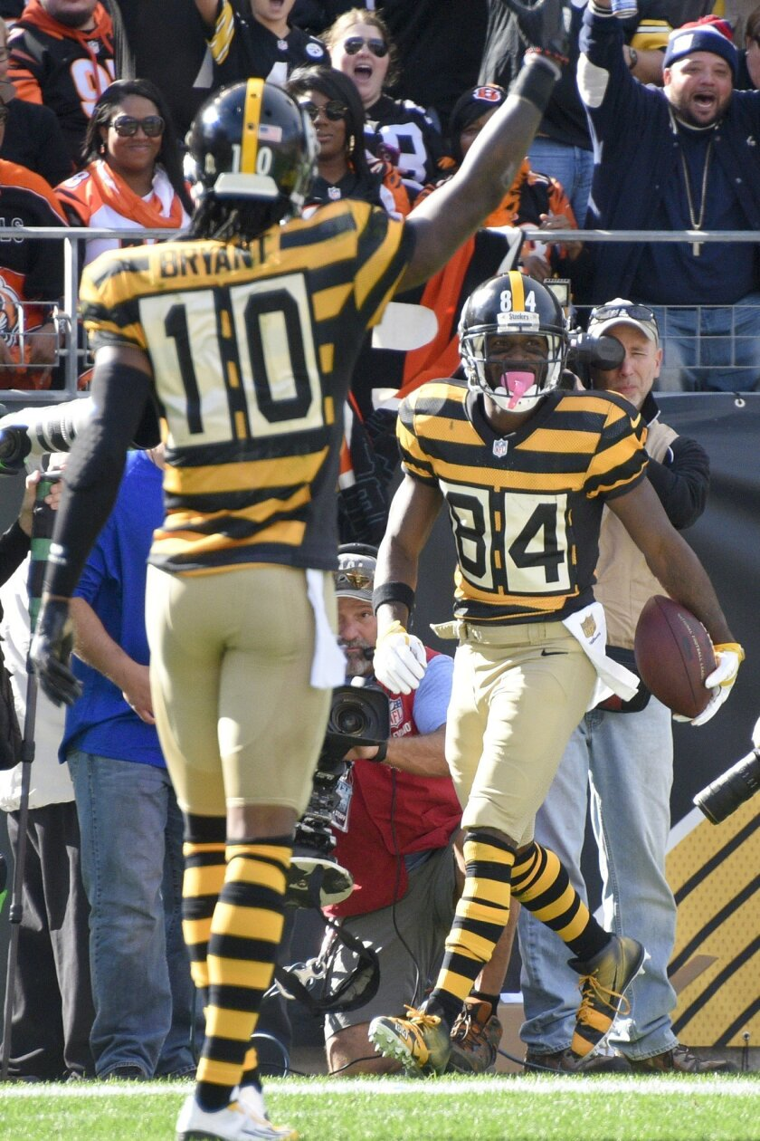 Pittsburgh Steelers wide receiver Antonio Brown (84) looks to wide receiver Martavis Bryant (10) after making a touchdown catch in the first quarterof an NFL football game against the Cincinnati Bengals, Sunday, Nov. 1, 2015, in Pittsburgh. (AP Photo/Don Wright)