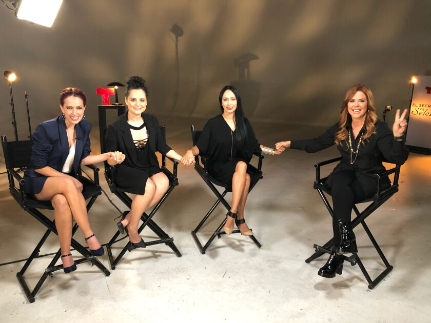 "María Celeste junto al elenco de ""El Secreto de Selena""."