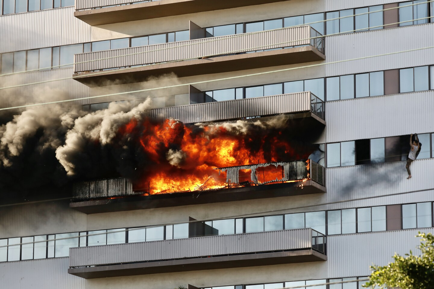 2nd High Rise Fire Has Barrington Plaza Residents Demanding Answers Los Angeles Times