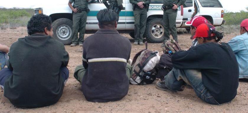 """El hallazgo fue hecho por personal de la Policía Estatal, en coordinación con la Policía Militar, Policía Federal, Policía municipal de General Bravo, en el ejido """"El Encanto"""" ubicado en la carretera libre a Reynosa, a unos kilómetros de la frontera con estado de Tamaulipas. EFE/Archivo"""