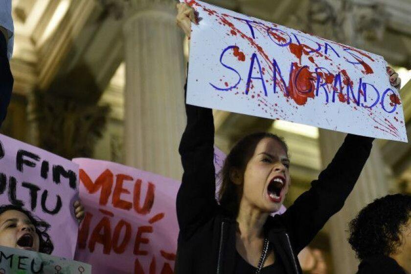 Manifestantes acudieron a la Asamblea Legislativa para protestar por el caso.