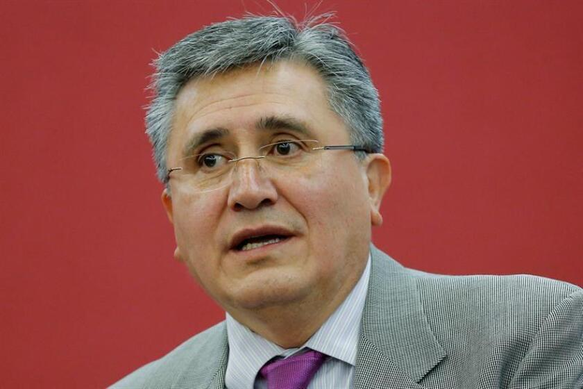El presidente de la Comisión Nacional de los Derechos Humanos (CNDH), Luis Raúl González, habla durante una rueda de prensa. EFE/Archivo