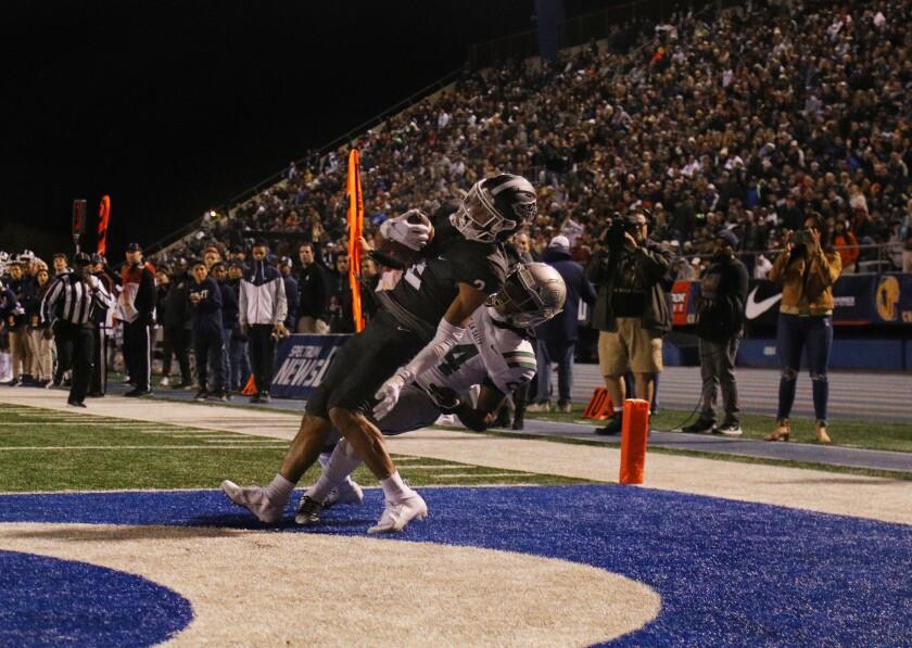 St. John Bosco's Kris Hutson makes touchdown catch against De La Salle defender Shamar Garrett in a state bowl game in 2019.