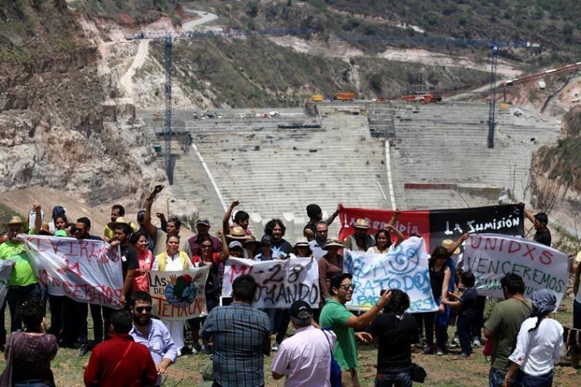Habitantes de Temacapulín, en el estado mexicano de Jalisco, protestan por la construcción de la presa El Zapotillo. EFE/Archivo
