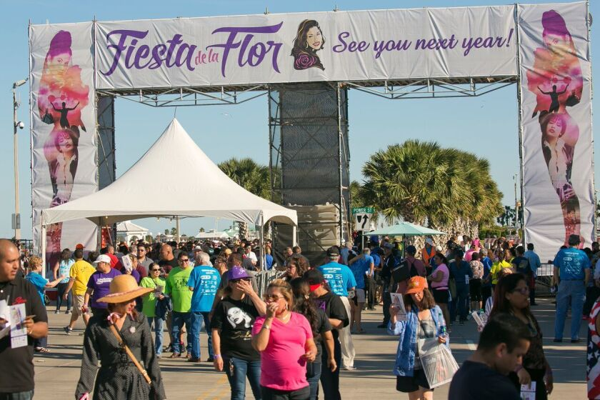 Selena S Music And Warmth Draw Thousands To Corpus Christi 24 Years