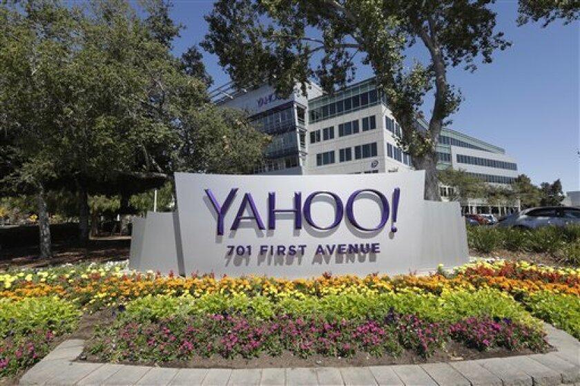 Yahoo presentó pérdidas de 373,4 millones de dólares en los nueve primeros meses de 2016, pese a duplicar sus ganancias en el tercer trimestre, mientras la compañía se encuentra con la atención puesta en su venta a Verizon y en superar el robo masivo de datos de sus usuarios.