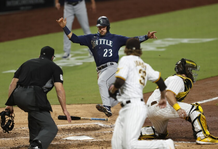 Austin Nola of the Seattle Mariners scores on a single by Tim Lopes