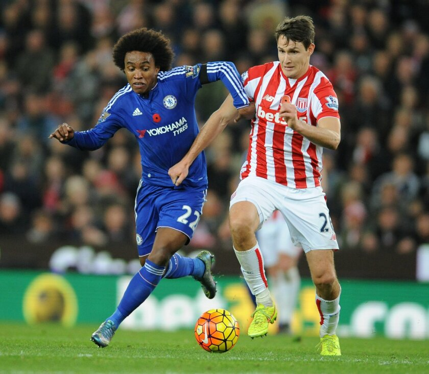 Chelsea's Willian, left, and Stoke's Philipp Wollscheid battle fro the ball during the English Premier League soccer match between Stoke City and Chelsea at the Britannia Stadium, Stoke on Trent, England, Saturday, Nov. 7, 2015. (AP Photo/Rui Vieira)