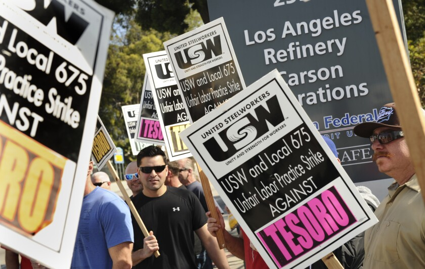 Picketers outside the Tesoro refinery in Carson. The USW union said Thursday it reached a tentative contract with Shell.