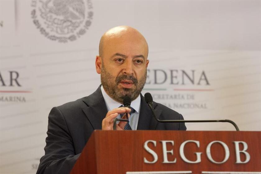 El titular de la Comisión Nacional de Seguridad (CNS), Renato Sales, participa hoy, domingo 28 de enero de 2018, durante una rueda de prensa ofrecida en Ciudad de México (México). EFE