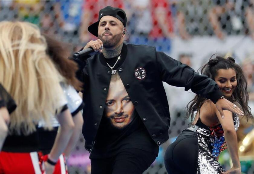 El cantante estadounidense Nicky Jam canta durante la final de la Copa Mundial de la FIFA Ruisa 2018 entre Francia y Croacia, en Moscú. EFE/Archivo