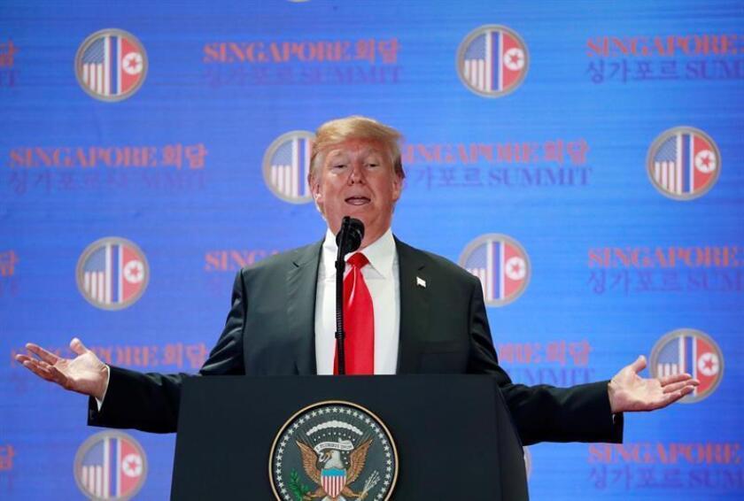 Presidente de Estados Unidos, Donald Trump habla durante una conferencia de prensa. EPA/HOW HWEE YOUNG