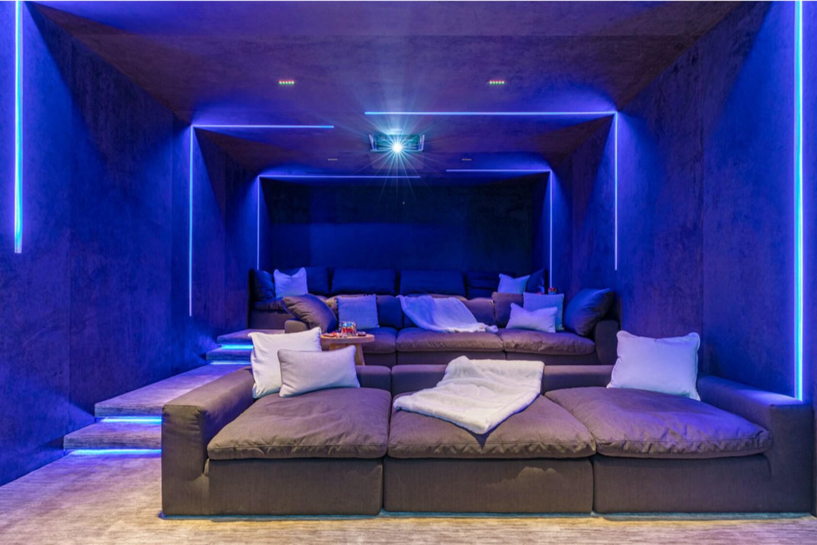 John Legend y Chrissy Teigen compran mansión de 17 millones de dólares