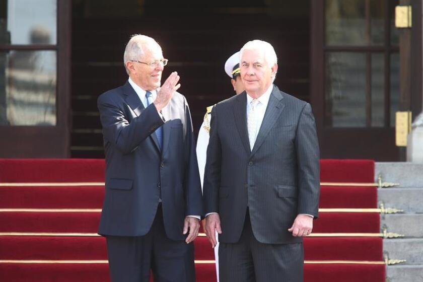 El presidente de la República, Pedro Pablo Kuczynski (i), recibe al secretario de Estado de los Estados Unidos, Rex W. Tillerson (d), hoy, martes 6 de febrero de 2018, en Palacio de Gobierno en Lima (Perú). EFE