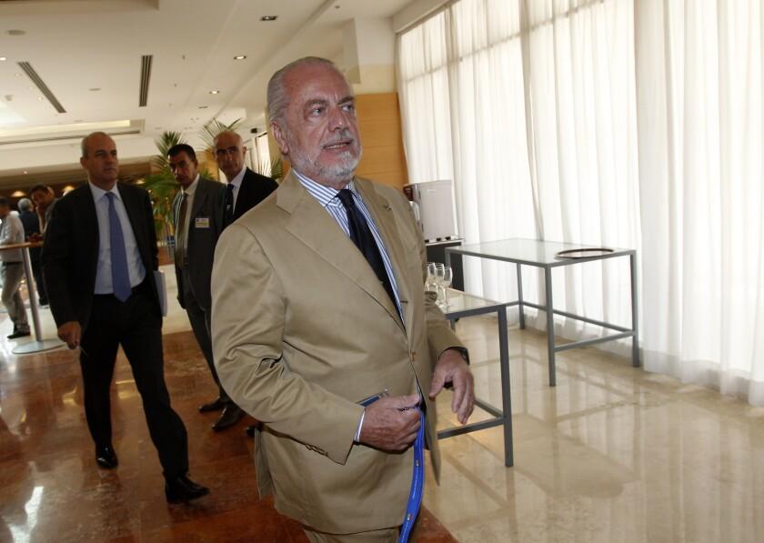 El presidente del Napoli Aurelio De Laurentiis se presenta a una reunión de la federación italiana de futbol