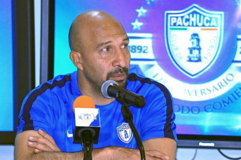El guardameta del Pachuca, el mexicano Oscar Pérez, de 44 años, aceptó hoy que su equipo, tercero en el reciente Mundial de Clubes de Emiratos Árabes Unidos, puede salvar el semestre si gana la final de la Copa MX del Apertura que disputará el jueves ante el Monterrey. EFE/ARCHIVO