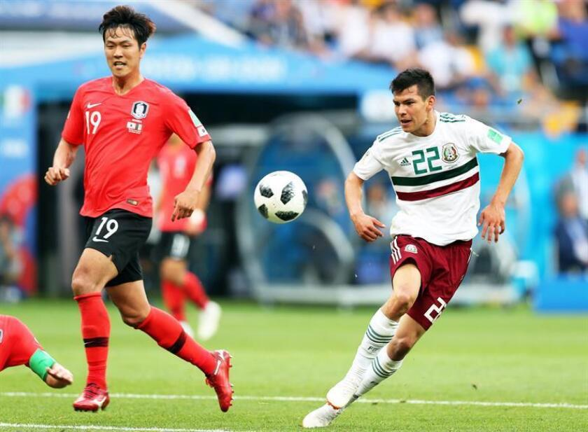 Kim Young-gwon (L) of South Korea in action against Hirving Lozano (R) of Mexico during the FIFA World Cup 2018 group F preliminary round soccer match between South Korea and Mexico in Rostov-On-Don, Russia, 23 June 2018. EFE
