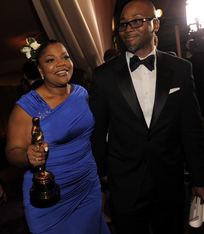 """FILE - In this March 7, 2010 file photo, Oscar winner Mo'Nique and her husband Sidney Hicks attend the Governors Ball following the the 82nd Academy Awards, in the Hollywood section of Los Angeles. Mo'Nique picked up the best supporting actress win for """"Precious."""" After a five-year hiatus, the actr"""