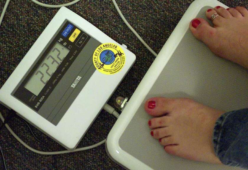 A long-term clinical trial finds very similar results for people who lost weight rapidly and those who dropped pounds steadily over time.
