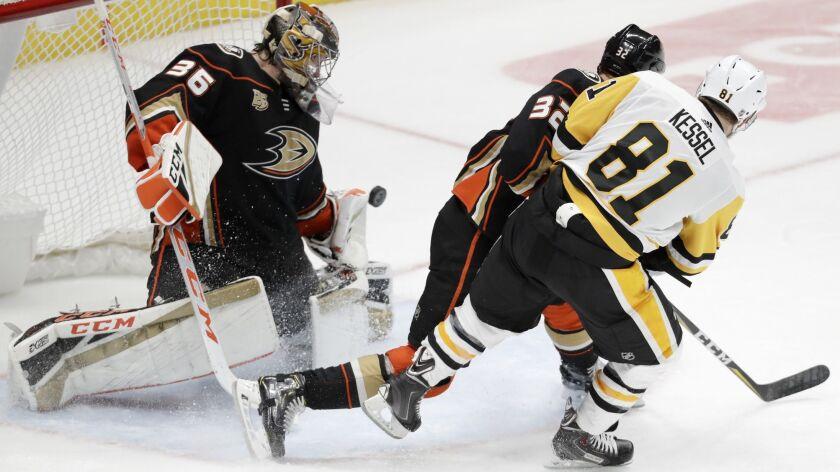 Pittsburgh Penguins right wing Phil Kessel, right, scores past Anaheim Ducks goaltender John Gibson,