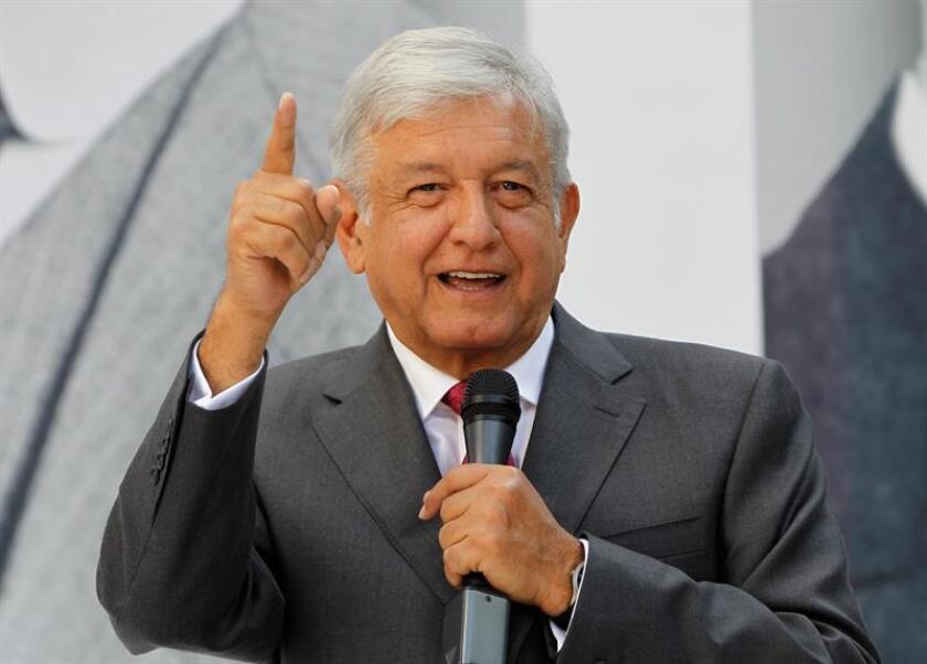 El presidente electo de México, Andrés Manuel López Obrador, invitó a comer hoy a su casa al mandatario Enrique Peña Nieto para definir el programa del 1 de diciembre, fecha de investidura del nuevo titular del poder ejecutivo. EFE/ARCHIVO
