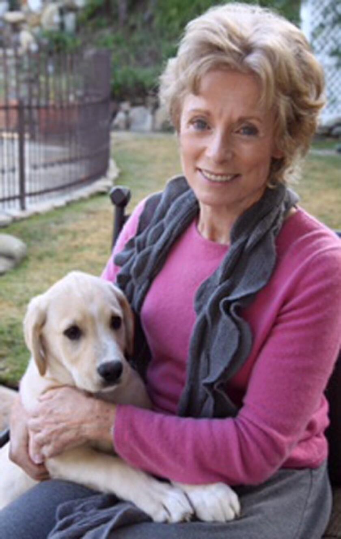 """Charmian Carr, quien dio vida a la hija mayor de los von Trapp en el clásico del cine """"La novicia rebelde"""" (""""The Sound of Music""""), en una imagen sin fecha proporcionada por su familia. Carr murió el sábado 17 de septiembre del 2016 en Woodland Hills, California, por complicaciones de una rara forma de demencia. Tenía 73 años. (AP Foto/Cortesía de la familia Carr)"""