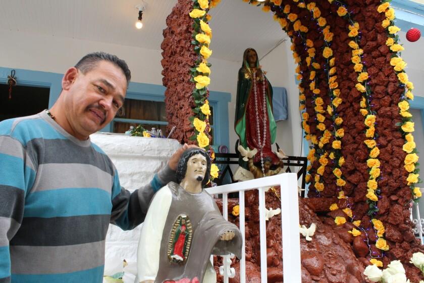 """""""Tenemos vida, tenemos trabajo, tenemos familia… hay mucho por qué dar gracias. Y para aquellos que critican mis creencias, puedo decir que la virgen es la madre de Dios y por ello debemos respetarla"""", añade José Rodríguez"""