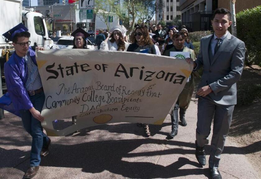 """La Junta de Regentes de las tres universidades públicas de Arizona pidieron hoy al presidente electo, Donald Trump, que proteja a los indocumentados amparados en el programa de Acción Diferida para los Llegados en la Infancia (DACA), conocidos como """"soñadores"""". EFE/Archivo"""