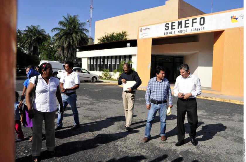 Familiares de personas desaparecidas identificaron tres de los 33 cuerpos hallados en fosas de Zitlala, en el sureño estado mexicano de Guerreo, informó hoy la Fiscalía General del Estado en un comunicado.