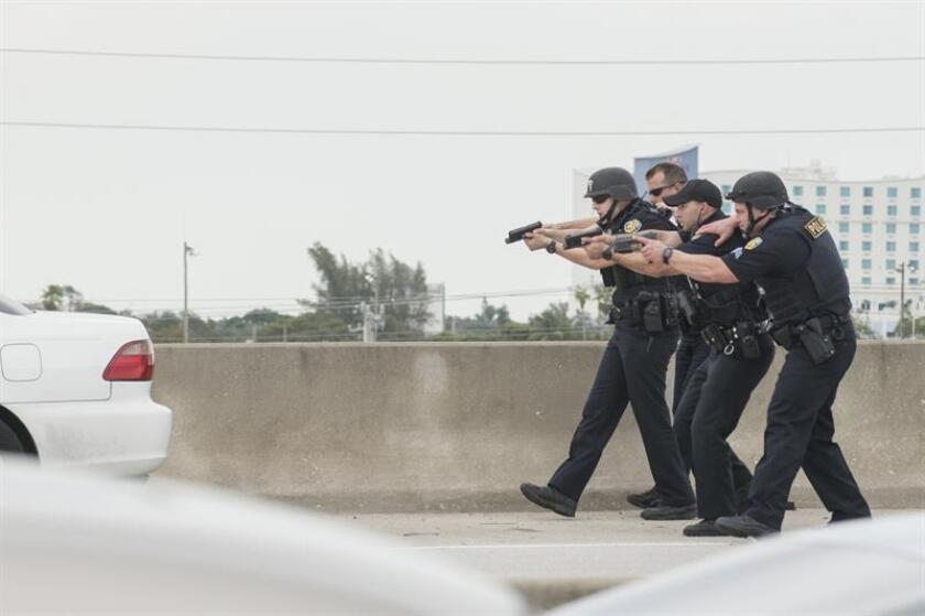 Una persona murió y otras dos resultaron heridas en un tiroteo ocurrido en la noche del viernes tras un partido escolar de fútbol americano en Jacksonville, al noreste de Florida, informaron hoy medios locales. EFE/ARCHIVO