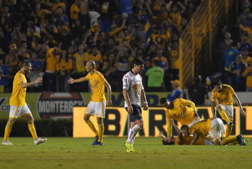 Pumas UNAM's Victor Malcorra (center) shows his disappointment after a goal by Tigres UANL during the first leg of the teams' quarter-final series in the Mexican soccer league's Apertura 2018 playoffs. Tigres came out on top 2-1 in the match played at that club's home ground in Monterrey, Mexico, on Nov. 29, 2018. EPA-EFE/Miguel Sierra