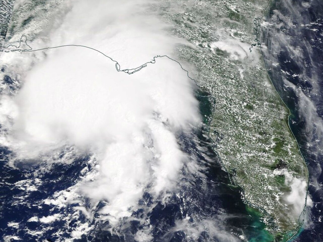 Satellite image shows Tropical Storm Gordon making landfall on the border of Alabama and Mississippi.