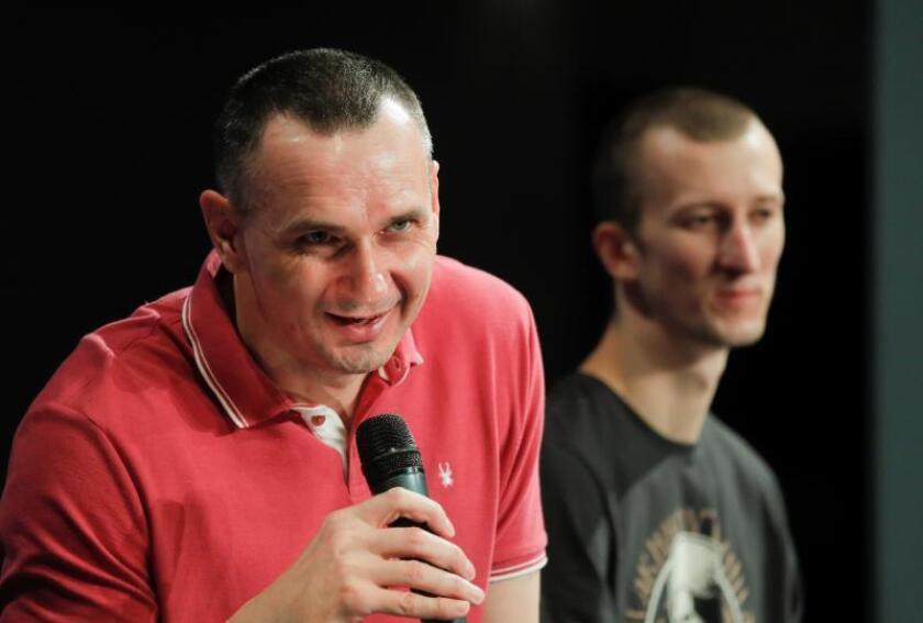 El cineasta Sentsov prioriza su obra a la política tras regresar a Ucrania