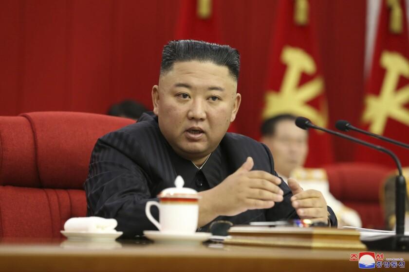 El líder norcoreano, Kim Jong Un, en una reunión del Partido de los Trabajadores en Pyongyang.