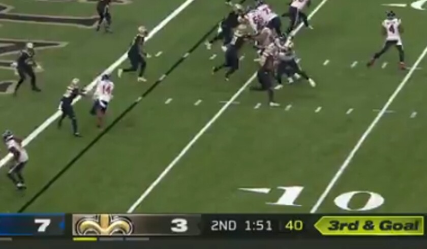 The unpopular yellow graphic is shown in the first half of the Saints-Texans game