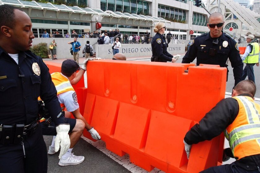 Police set up barricades in front San Diego Convention Center @realDonaldTrump #TrumpRally #SDTrumpRally