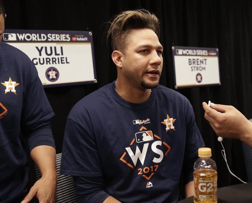 En la imagen, el jugador cubano de los Astros de Houston, Yuli Gurriel. EFE/Archivo