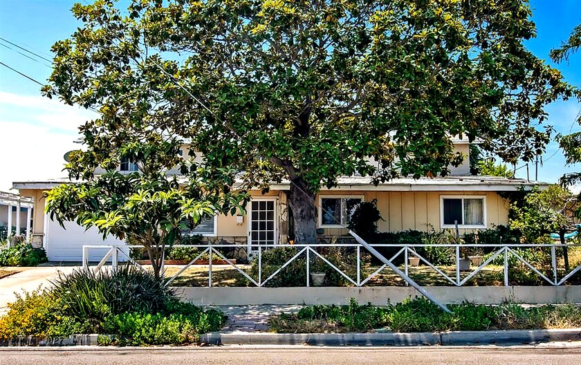 1027 Holly Ave., Imperial Beach