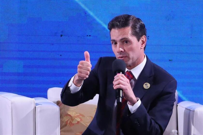 El presidente de México, Peña Nieto, participa en la XII Cumbre de Empresarios en el marco de la XXVI Cumbre Iberoamericana, en Antigua (Guatemala). EFE